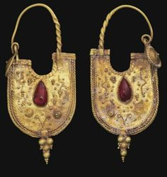 Pair of Eastern Roman gold and garnet earrings | ca. 2nd century AD.