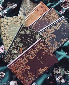 Old Books, Book Club Books, Vintage Books, Book Lists, Books To Read, Book Aesthetic, Aesthetic Pictures, Little Library, Beautiful Book Covers