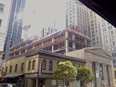 Construction Industry Inovation: The Versatility of Concrete in the San Francisco Skyline Building Design, San Francisco Skyline, Concrete, Multi Story Building, Louvre, Construction, Street, City, Travel
