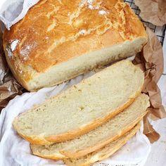 Wypiek chleba na kwarantannie? Pewnie nie tylko u mnie! Teraz już #drożdże w sklepach dostępne są bez problemu, ale dobrze pewnie wszyscy pamiętamy co działo się jeszcze miesiąc czy 2 miesiące temu 🙈 . Dziś przygotowałam dla Was #przepis na przepyszny szybki, pszenny CHLEB Z GARNKA 🍞🍞🍞 . POTRZEBNE TYLKO: 🍞 mąka pszenna 🍞 Drożdże 🍞 Olej 🍞 Woda 🍞 Sól 🍞 Cukier . Ręcznie mieszamy, odstawiamy i pieczemy! Ten chleb ma niesamowicie chrupiącą skórkę - przepyszny! . Ps… Hot Dog Buns, Hot Dogs, Recipes, Tarts, Recipies, Recipe, Food Recipes