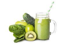 Groene smoothie van spinazie, kiwi en komkommer