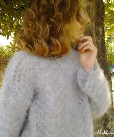 A Pull femme bleu tricoté main ,laine et alpaga, point ajouré,col rond Point, Pull, Round Collar, Blue, Tricot, Woman