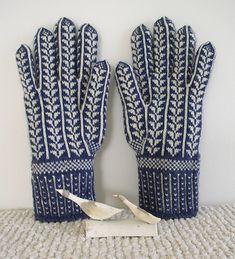 Ravelry: corvid's Snow Geese Gloves