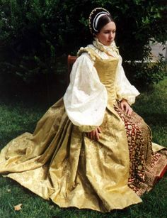 An absolutely stunning re-creation of a Tudor Era gown! The beautiful full sleeves have always appealed to me. Historically, they were very popular for  decades.