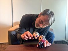 THIS IS ADORABLE. I WILL NEVER BE OVER THE FACT THE MADS CONTINUES TO PLAY WITH POPS