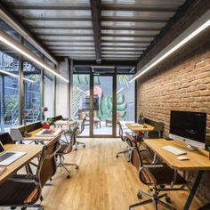 Hightower, a commerical real estate software startup that helps brokers and owners conduct their end-to-end leasing workflow, recently moved into a new office in New York City, which was designed by interior ... Read More