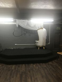 Traditional Looks, Reggae, Bathroom Lighting, Color Schemes, Club, Mirror, Furniture, Home Decor, Bathroom Light Fittings