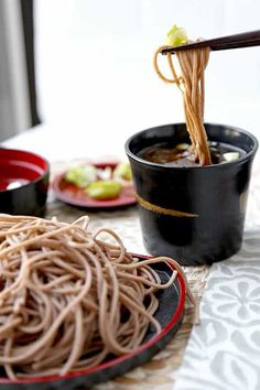 Zaru Soba - Zaru soba is Japan's favorite summer meal. It's light, healthy and so delicious you won't be able to stop slurping! Keep a jar of mentsuyu dipping sauce in your fridge and make yourself chilled buckwheat noodles all summer long in less than 10 Healthy Noodle Recipes, Healthy Japanese Recipes, Healthy Meals, Asian Dinner Recipes, Easy Asian Recipes, Lunch Recipes, Sushi, Japanese Dishes, Japanese Food