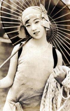 Yukiko Tsukuba, an early silent film star, 1925. via Kuro NekoSan