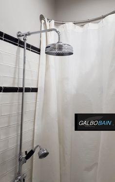 le rideau de douche a sa place dans de