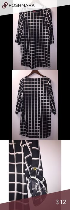 The Limited Black and White Shift Dress (S) The Limited Black with White Square Shift dress with optional pull tab sleeves.  Size Small.  100% polyester and fully lined.  Measurements flat:  Total 35 inches, pit to pit 18 inches.  Freshly dry cleaned. The Limited Dresses Long Sleeve