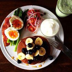 Today's breakfast. Banana and Spinach Milk. バナナとほうれん草牛乳 - @keiyamazaki…