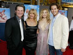 Actor Kurt Russell, actress Goldie Hawn and her kids, actress Kate Hudson and actor Oliver Hudson attend the film premiere of the romantic comedy 'Raising Helen' on May 2004 at the El Capitan Theatre, in Hollywood, California. Bill Hudson, Oliver Hudson, Kate Hudson, Raising Helen, Happy Birthday To You, Goldie Hawn Kurt Russell, Sweet Birthday Messages, Never Getting Married, Biological Father