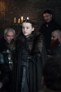 Nesta quinta-feira, a HBO divulgou as primeiras fotospromocionais da 7ª temporada de Game of Thrones! Na imagens vemos Daenerys, Verme Cinzento,Miss...
