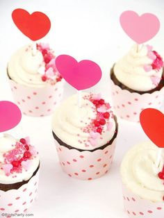 Quick & Easy Chocolate cupcake with Mascarpone vanilla frosting - perfect recipe for Valentine's Day!   BirdsParty.com