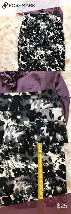 ✨NEW LISTING Ann Taylor Floral Pencil Skirt Beautiful black, gray and white Pencil Skirt. Ann Taylor Skirts Pencil