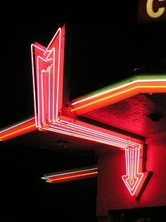 North Hiway Cafe in Idaho Falls neon arrow.  Photo by AKA Mike Horshead