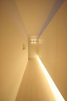 【間接照明】おしゃれなインテリア演出!気になった照明テクニックをご紹介(和室/リビング/ダイニング/キッチン/トイレ特集) House Stairs, Garage House, My House, Modern Architecture Design, Indirect Lighting, Concrete Table, Room Goals, Dark Hallway, Style At Home