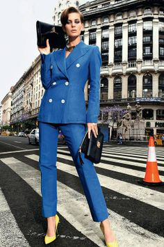 Женский брючный костюм. Как его выбрать, чтобы выглядеть стильно? Смотри http://luhshe.net/consultations/odezhda-i-tsvet/chto-nadet/bryuki-i-kostyumy/zhenskij-kostyum