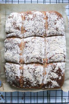 Onsdag er en glad dag, for da kommer Vilde hjem, og som Daniel sier det – det blir litt mer liv i heimen! Lurer på om han mener at jeg er kjedelig?! Vi spiser jo egentlig ikke så mye brød her hjemme, men Vilde får av og til med seg … Cookies, Baking, Cake, Recipes, Creative, Crack Crackers, Biscuits, Bakken, Kuchen