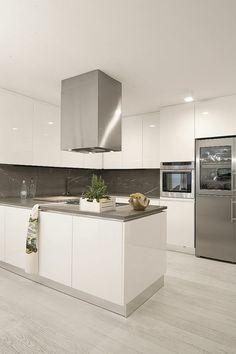 muebles lacados brillantes en la cocina