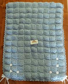 Copertina in lana realizzata con telaietto