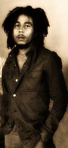 💣🆘️🔥he is so young ❤⚘💋Bob Marley 🎸👍✌ Image Bob Marley, Damian Marley, Reggae Style, Reggae Music, Reggae Bob Marley, Bob Marley Pictures, Marley Family, Famous Legends, Rasta Man