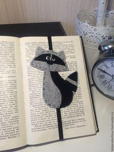 Купить Закладка для книг из фетра Енот 3 - черно-белый, подарок на любой случай