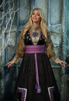 Beltestakk syrine 1 Folk Costume, Costumes, Ethnic Fashion, Barbie, Cosplay, Culture, Fashion Outfits, My Style, Knight