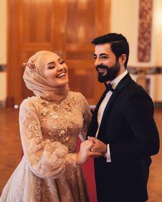 Wedding Hijab Styles, Long Wedding Dresses, Prom Dresses, Wedding Ring Photography, Bride Flowers, Islamic Fashion, Muslim Couples, Bridal Outfits, Lovely Dresses