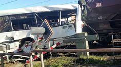 Schwerverletzte in Melle: Güterzug rammt Linienbus auf Bahnübergang