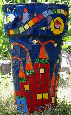 Mosaic planter. I want to try a mosaic art project this year.
