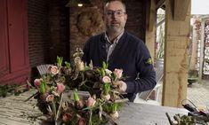 Heerlijk, het wordt weer voorjaar! Groenstylist Romeo Sommers laat zien hoe je met een simpele krans de lente in huis…