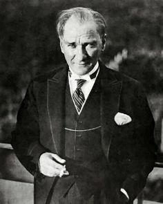 Mustafa Kemal Atatürk (The Hero with the blue eyes ): A military officer revolutionary statesman, writer, and the first President of Turkey. He is credited with being the founder of the Republic of Turkey. Republic Of Turkey, The Republic, Charles Darwin, Salvador Dali, William Glackens, Turkey Pics, Famous Freemasons, Les Balkans, Ernesto Che Guevara