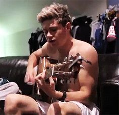 16 GIFs Of One Direction Shirtless Because HAPPY MONDAY!