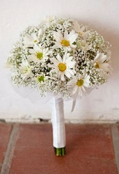 daisy and baby breath wedding bouquet