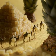 These tiny food dioramas called Minimiam were created and photographed by artists Pierre Javelle and Akiko Ida. Little People Big World, Art Public, Miniature Calendar, Art Du Monde, Miniature Photography, Tiny World, Mini Things, Miniture Things, Creative Photography