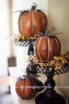 Creative and Easy Ideas for DIY Fall Rustic Decorations - Home Décor - Thanksgiving Harvest Decorations, Thanksgiving Decorations, Halloween Decorations, Thanksgiving Ideas, Thanksgiving Mantle, Fall Home Decor, Holiday Decor, Autumn Decorating, Decorating Ideas