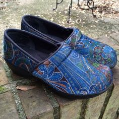 Sanita Velvet Paisley Clogs Excellent condition! Almost like new. Only worn a couple times for a job, so no major signs of wear. Extremelyyyyy comfortable. The best shoes for nurses, or anyone else in the medical field! Very trendy and cute.****FREE GIFT WITH THIS PURCHASE‼️ Sanita Shoes Mules & Clogs