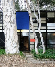Entrance to the house by Charles and Ray Eames, photo: Dystopos