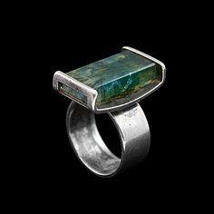 ELIS KAUPPI, A RING, silver with moss agate, Kupittaan Kulta, Turku 1964. Weight 10,2 g.