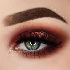 Copper-red eyeshadow