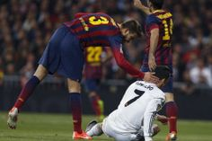 El delantero portugués del Real Madrid Cristiano Ronaldo y el defensa del Barcelona Gerard Piqué 23-3-14