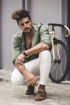 Gipsy street style Excelent photo with Mariano Di Vaio Portrait Photography Men, Photography Poses For Men, Fashion Photography Inspiration, Photography Business, Photography Meme, Photography Outfits, Toddler Photography, Free Photography, London Photography