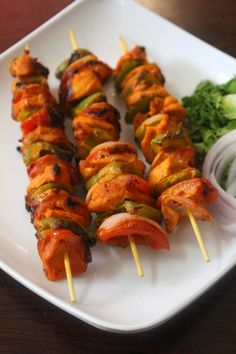 Chicken tikka recipe, a dried chicken recipe usually served as a starter or as a snack and is made by stringing pieces of marinated chicken and veggies to the satay sticks and cooked. Indian Chicken Recipes, Veg Recipes, Curry Recipes, Kitchen Recipes, Indian Food Recipes, Snack Recipes, Cooking Recipes, Indian Foods, Grill Recipes