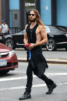 Jared Leto Is Armed and Ready - Pics like this are why I describe Jared Leto as Hot Jesus. Kg