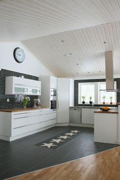 Kök från huset Lommen - Fiskarhedenvillan. Lucka: Solid vit | Ballingslöv