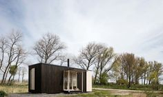 Off-grid cabin by Ark Shelter