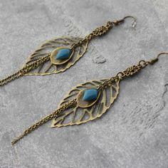 Bijou créateur - boucles d'oreilles pendantes bronze estampes breloques feuilles filigranées breloques sequins émaillés bleu canard