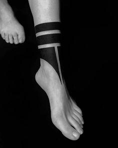 best Ideas foot tattoo for men ideas Wolf Tattoos, Bein Band Tattoos, Tattoo Band, Leg Tattoos, Black Tattoos, Body Art Tattoos, Sleeve Tattoos, Tattoo Forearm, Maori Tattoos